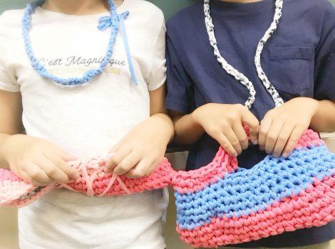 小学校での編み物クラス